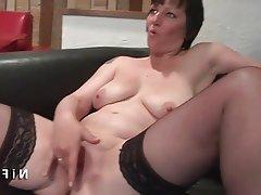 femme mure fisté anal